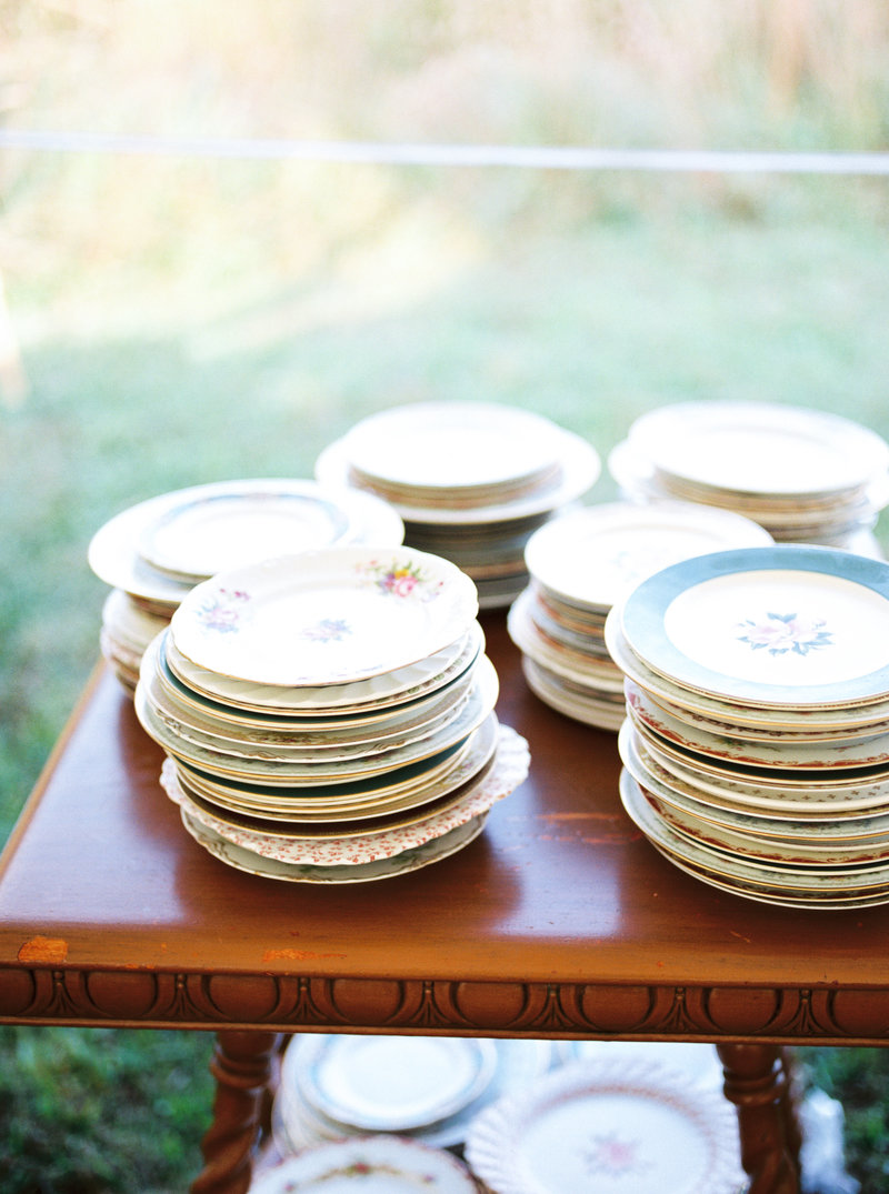 vintage plates outdoor backyard garden wedding alabama photographer