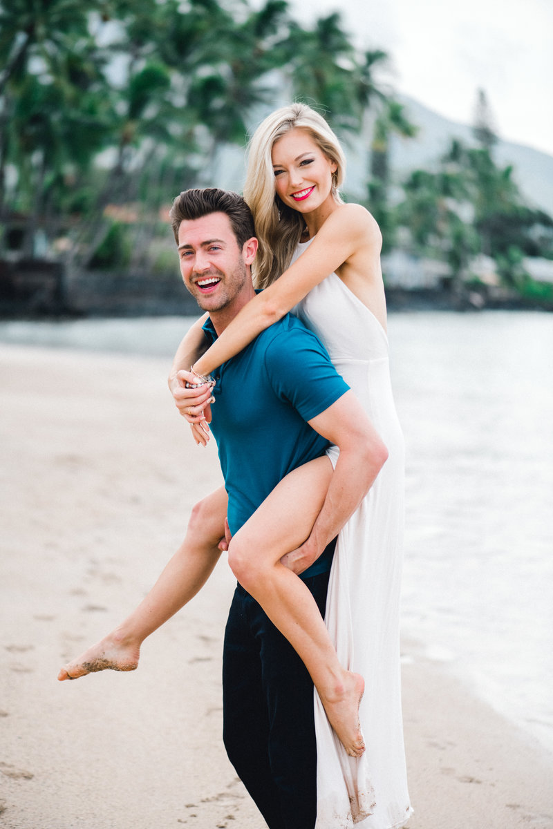 Maui engagement session in Lahaina Maui by Mariah Milan photgoraphers.