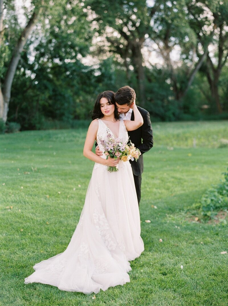Lush and Romantic Wedding at a Flower Farm_0016