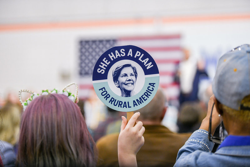 "Elizabeth Warren 2020 democratic presidential primary ""she has a plan"" sign"