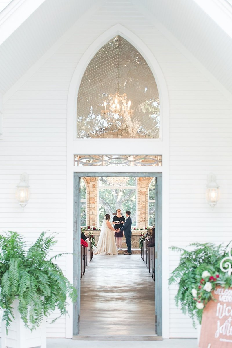 The Chandelier of Gruene in New Braunfels Texas Wedding Venue photos by Allison Jeffers Photography_0050
