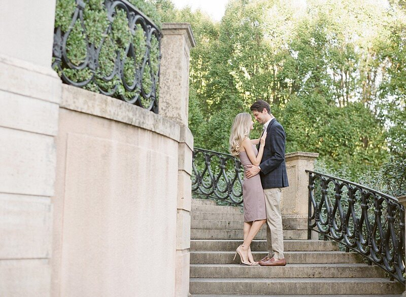 tulsa-wedding-photographer-engagement-session-at-the-philbrook-museum-laura-eddy-photography_0024