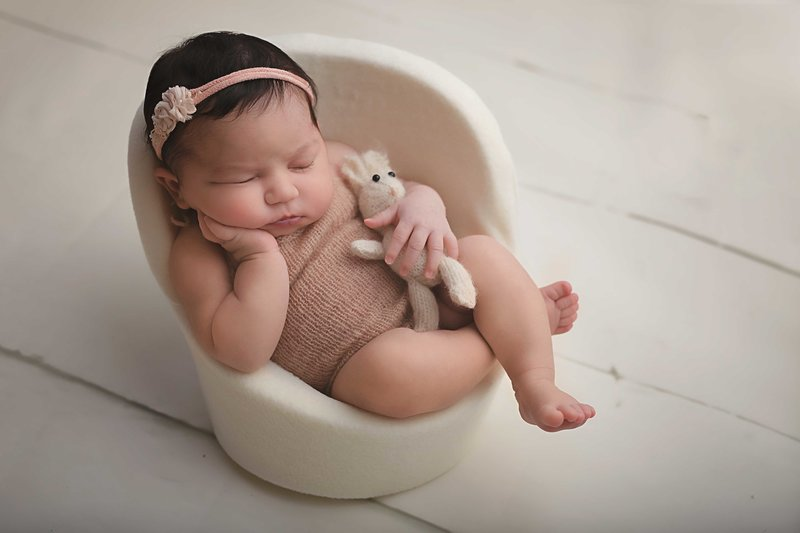 ErinMartin-Newborn-Photography-Session-Sitting