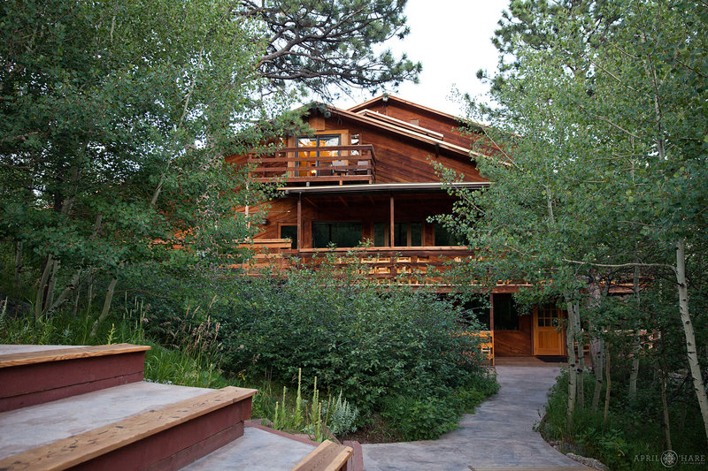 Rustic-Colorado-Mountain-Wedding-Venue-Wild-Basin-Lodge