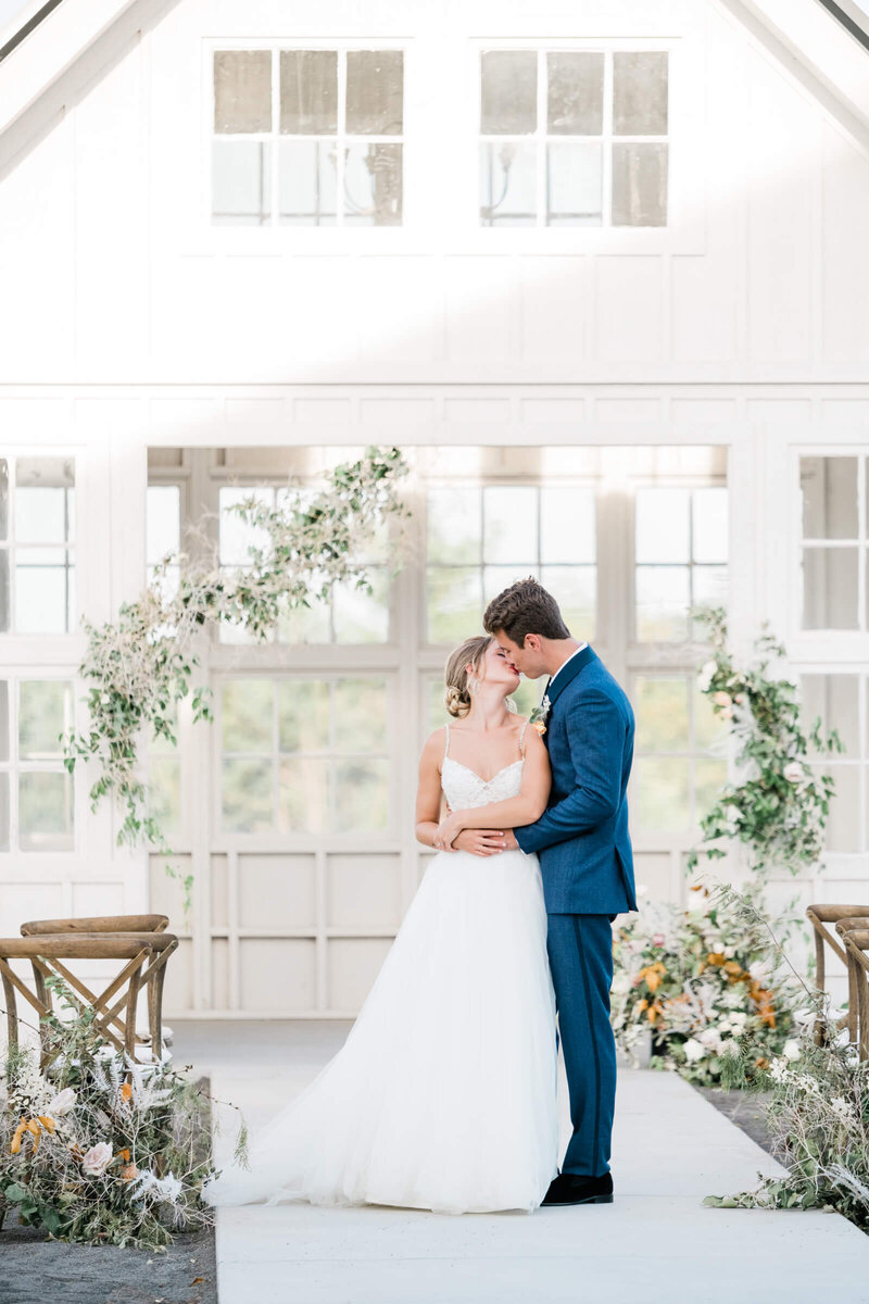 Davis-grey-farms-wedding-celeste-texas-wedding-treasured-heart-events-dallas-wedding-photographer-white-orchid-photography-28