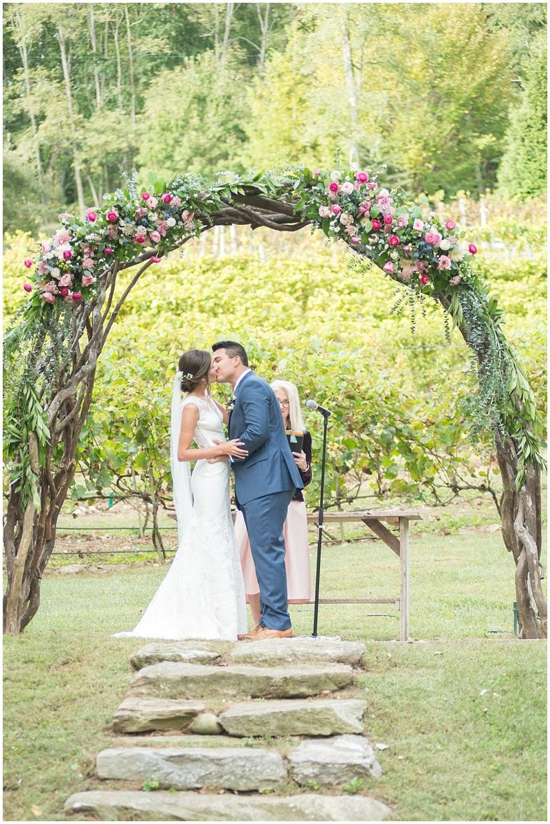 laura-barnes-photo-north-carolina-wedding-photographer-highlands-37-holly-high-vineyard32