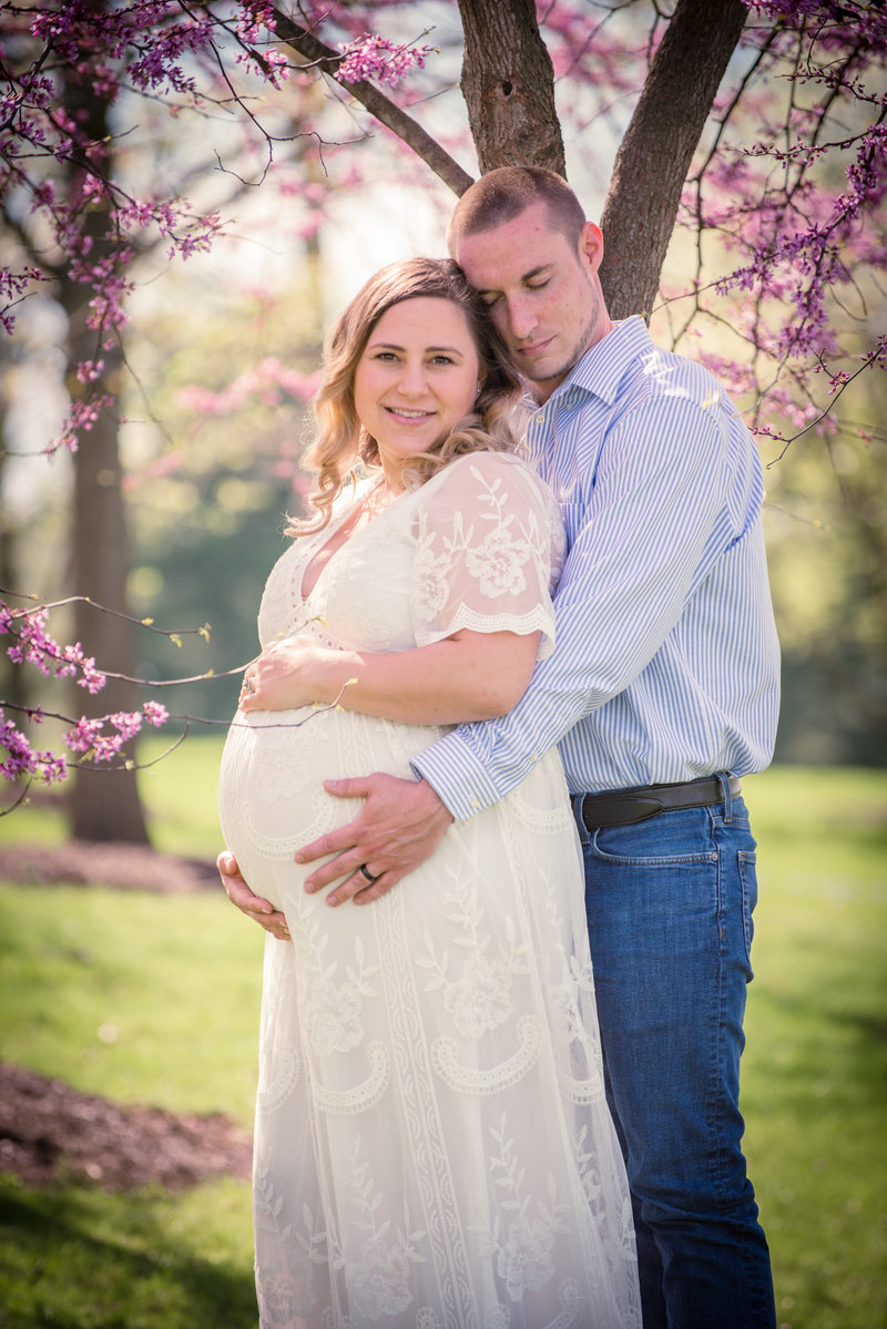 JandDstudio-founderhall-hershey-spring-flowers-maternity-couple-vintage (4)