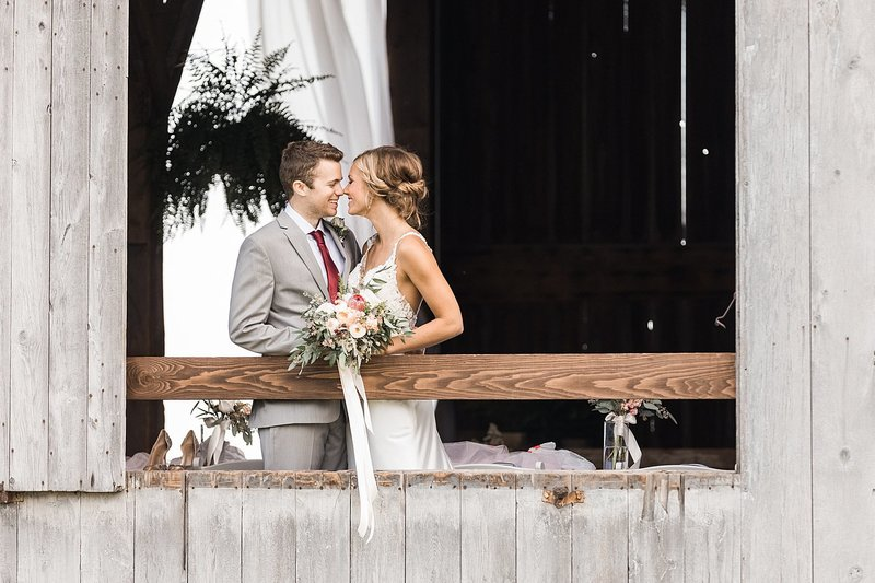 143_Midwest-Barn-Wedding-Venues-James-Stokes-Photography