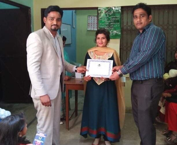Excellence in Teaching Certificate Presented to Teacher Mar 2019_crop