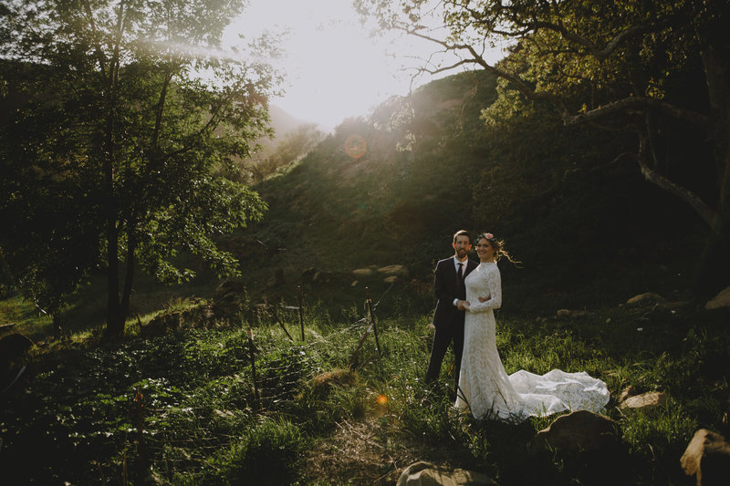 wedding couple in the california mountains