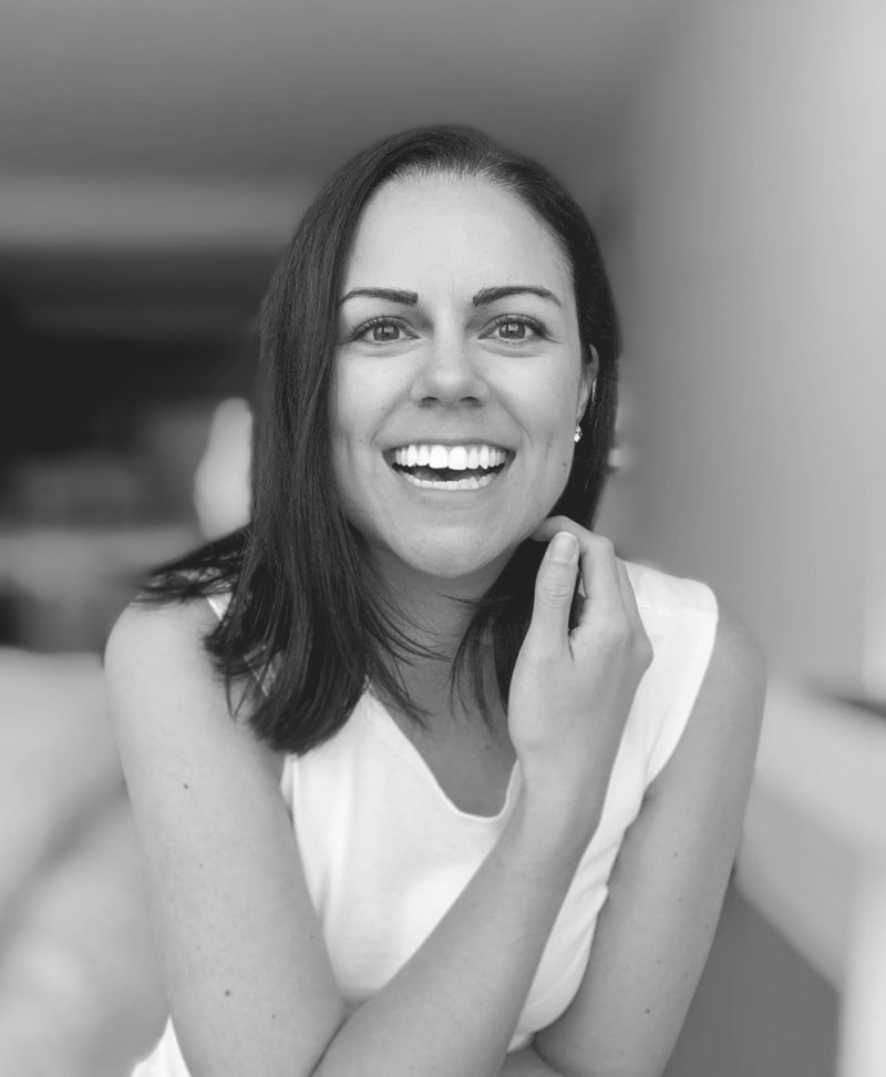 lauren layne - headshot - 2019 - laugh - bw - crop