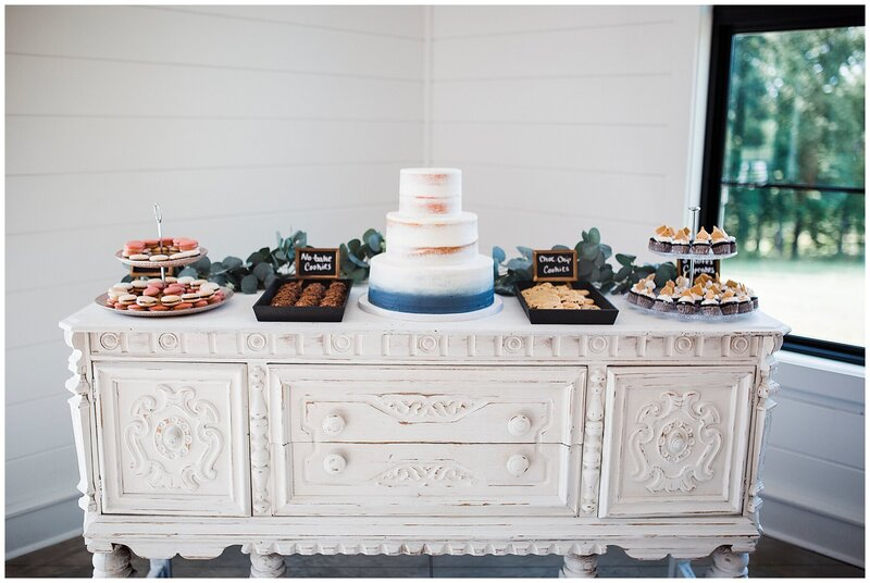 cake-dessert-wedding-table