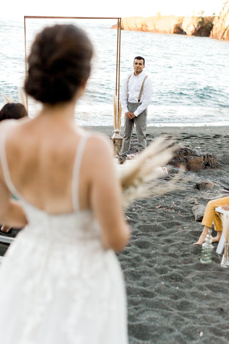 black-sand-beach-hawaii-alexandra-robyn-destination-elegant-elopement-photo-inspiration_0010