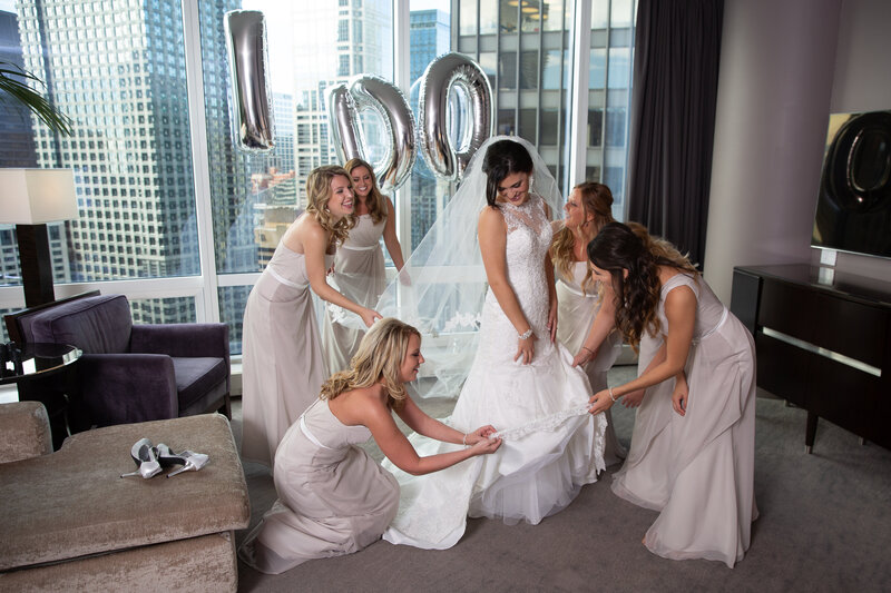 bridal-party-getting-ready-balloon