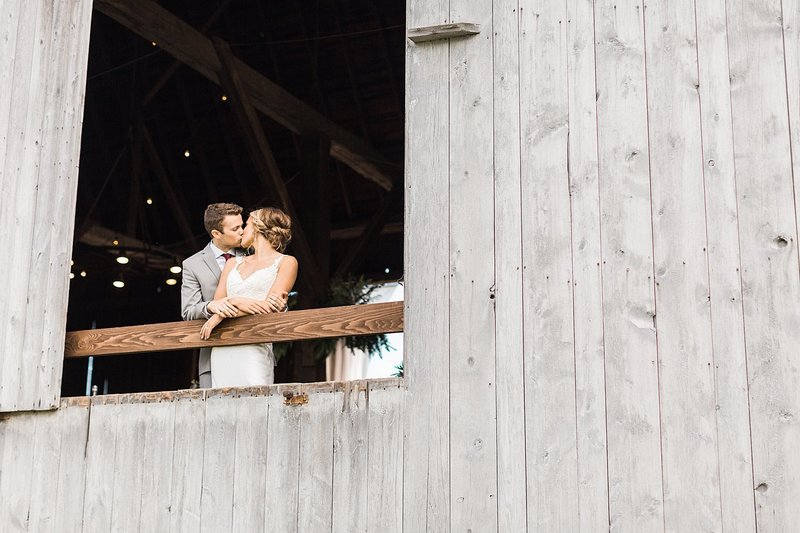 145_Midwest-Barn-Wedding-Venues-James-Stokes-Photography