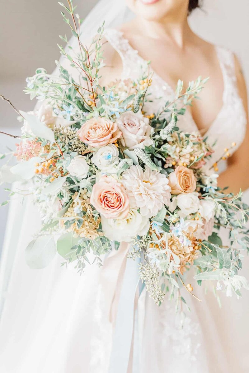 Dallas bride with bouquet