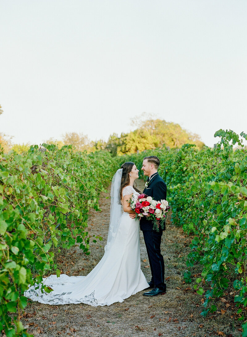 stephanie-aaron-wedding-vineyards-at-chappell-lodge-119