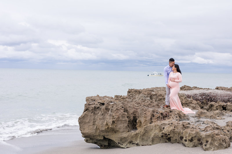 beach maternity photo shoot
