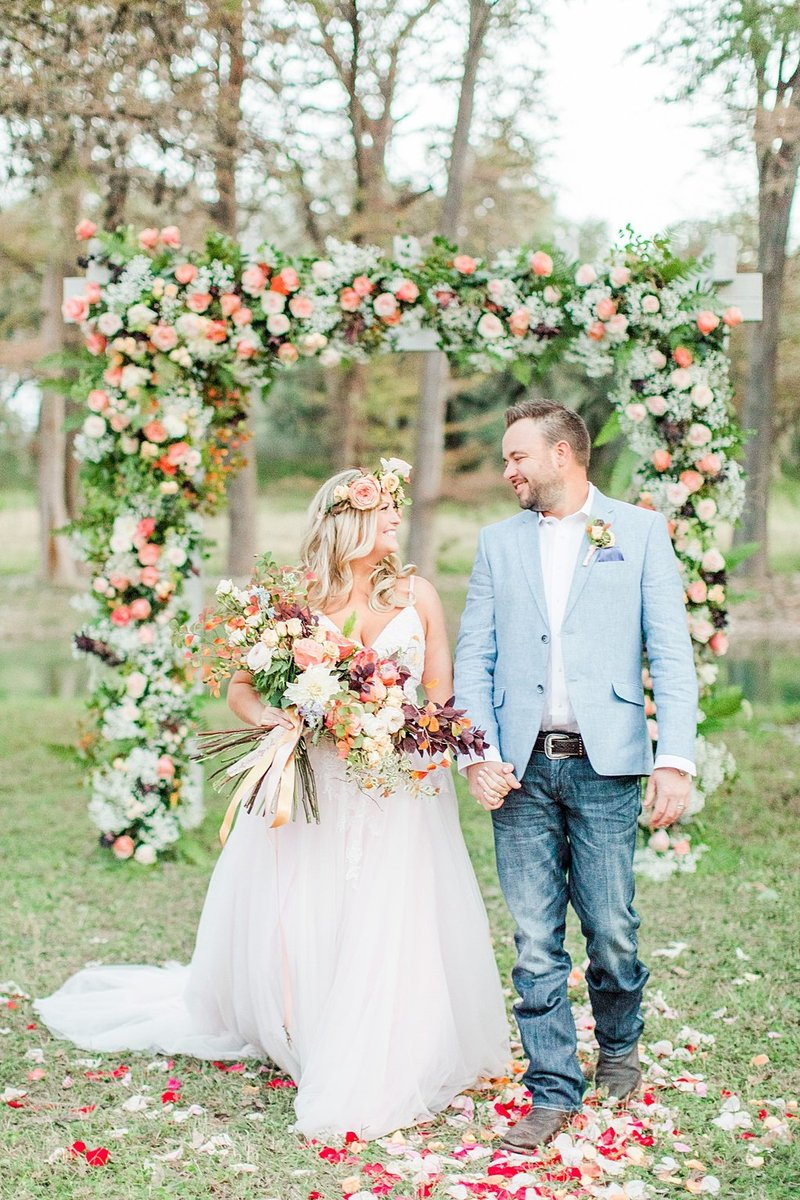 Intimate wedding in Utopia Texas Hill Country Wedding Venue photos by Allison Jeffers Photography_0049