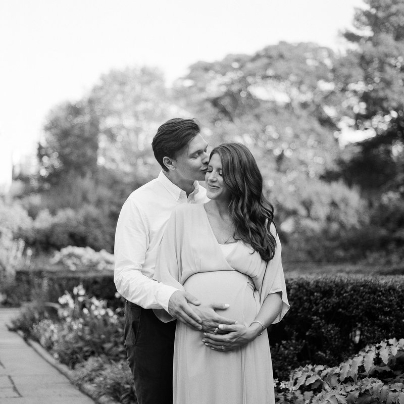 manhattan-nyc-maternity-photography-black-and-white