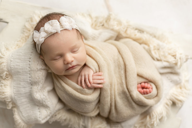 columbus-ohio-newborn-photographer-baby-girl-wrapped-in-cream-soft-natural-amanda-estep-photography