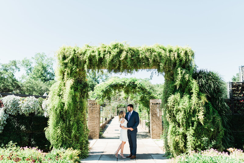 Patrick + Jessica-New Orleans-Botanical-Gardens-City-Park-Engagement-Photos_Gabby Chapin Photography_0016-16