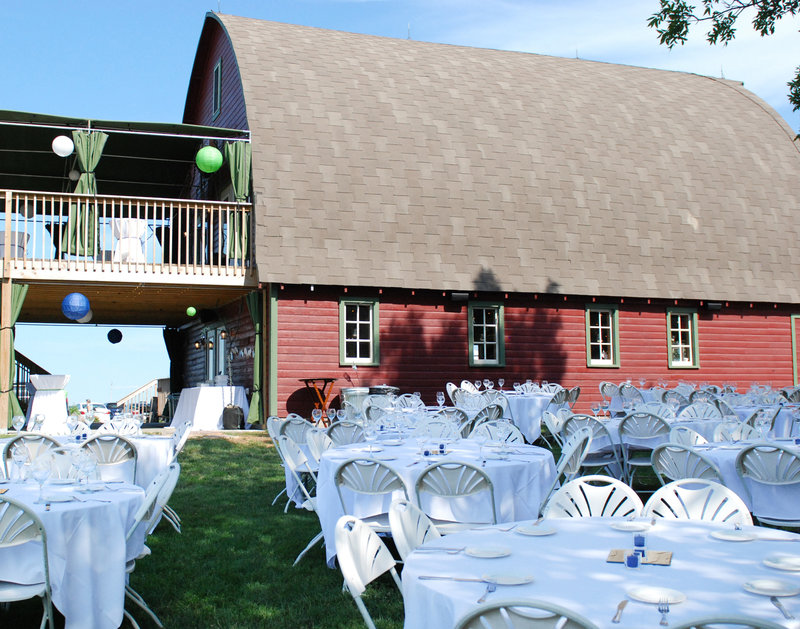 Rustic Oaks Fargo Wedding Venue photographed Kris Kandel (10)