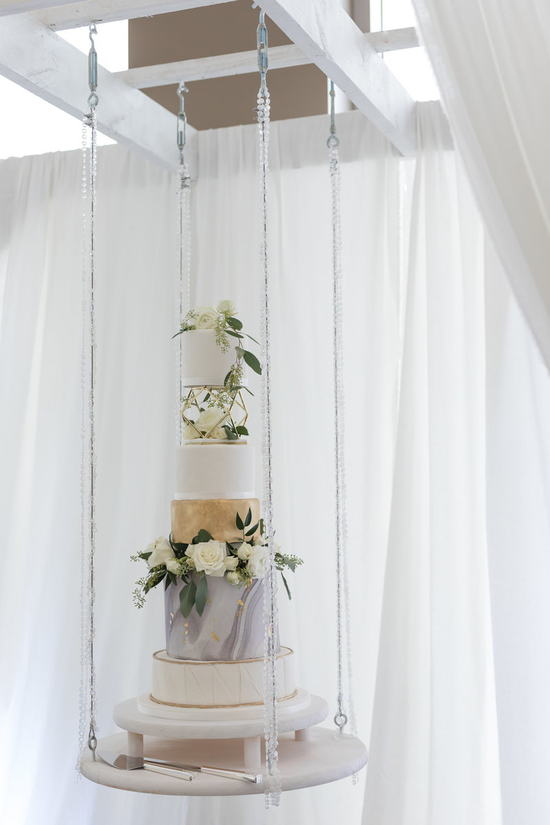 orlando wedding photographer hanging cake