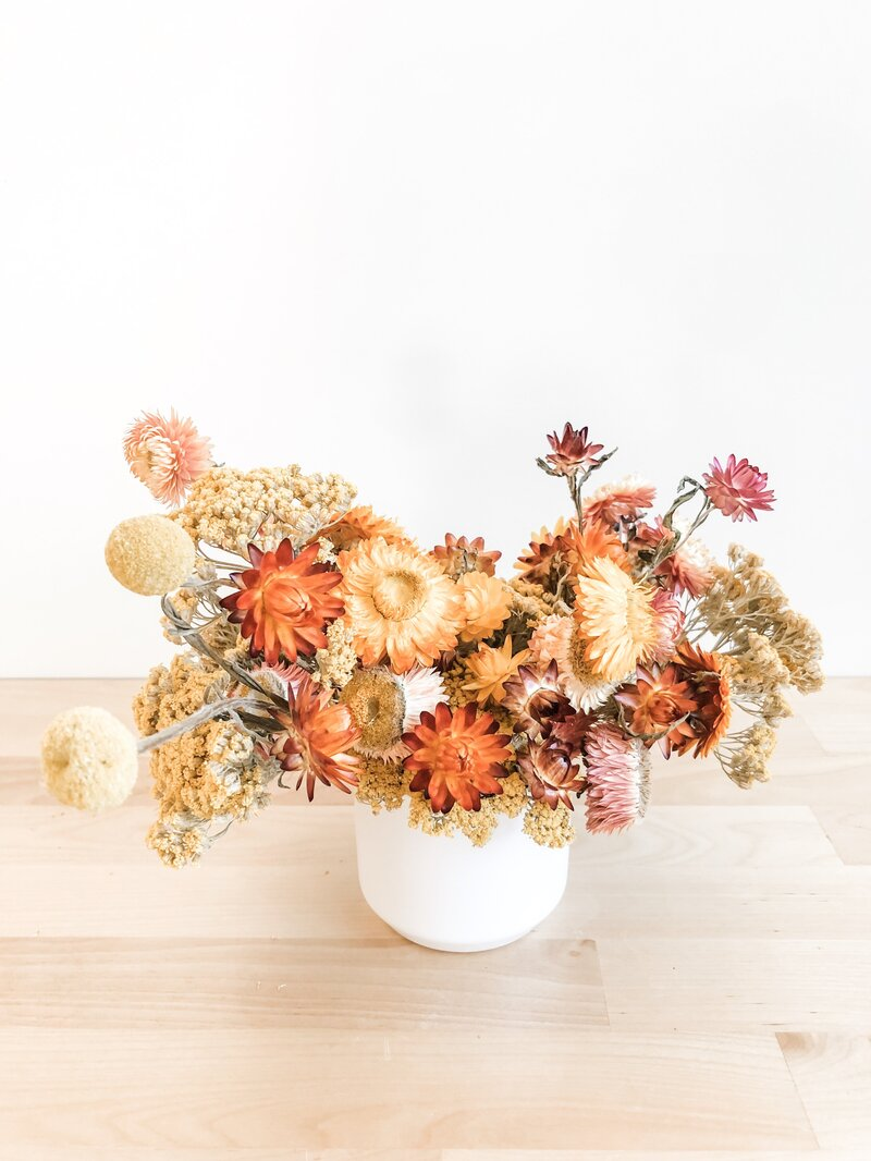 fall-wedding-flower-arrangements-desert-sunset-drie-arrangement