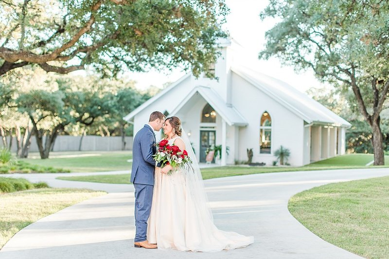 The Chandelier of Gruene in New Braunfels Texas Wedding Venue photos by Allison Jeffers Photography_0059