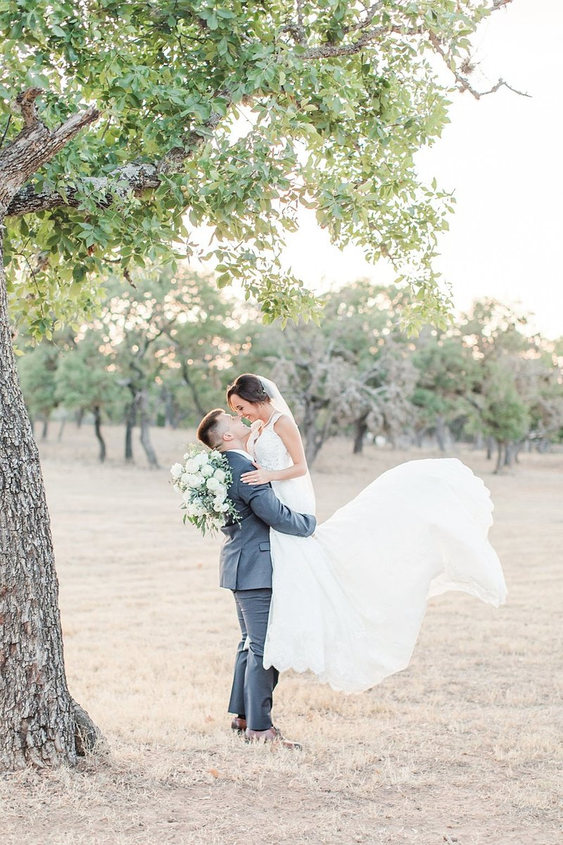 The Lodge at Country Inn and Cottages in Fredericksburg Texas Wedding Venue photos by Allison Jeffers Photography_0075