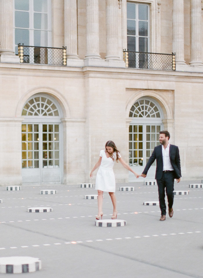 palais-royal-paris-engagement-photographer-jeanni-dunagan-10