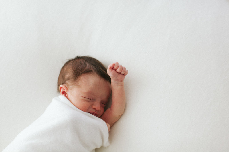 baby led posing Laurie Baker uses baby's movement to create beautiful newborn portfolio Elle Baker PHotography in Chicago