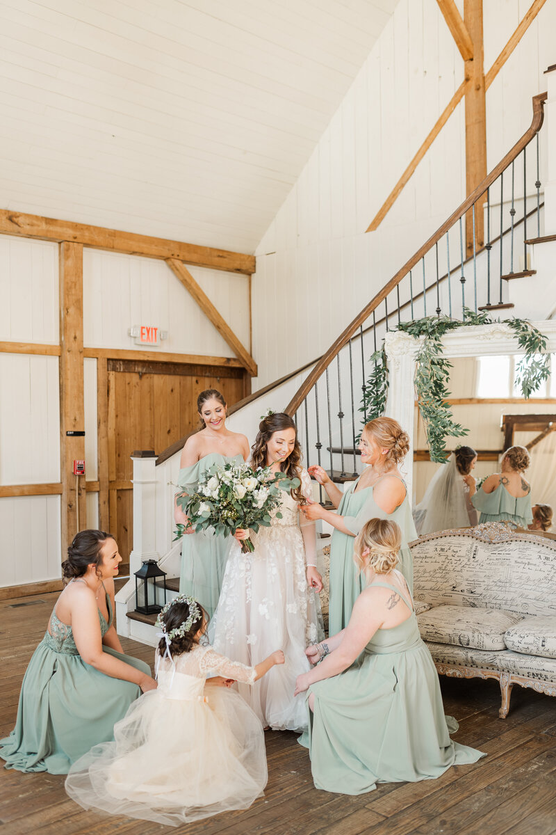 Rivercrest Dover Ohio Wedding getting ready with Bridesmaids