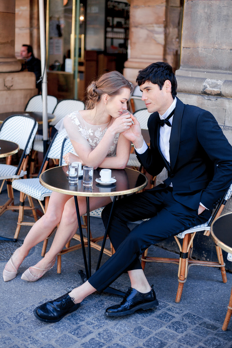 Paris photographer-Engagement in Paris-Parisian caffé-Gabriella Vanstern-17