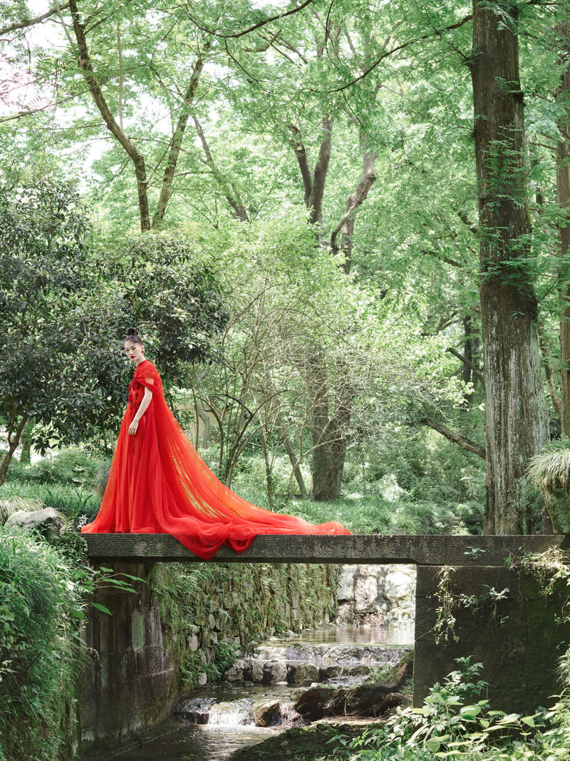 6-ktmerry-HarpersBazaar-hautecouture-PhuongMy-China