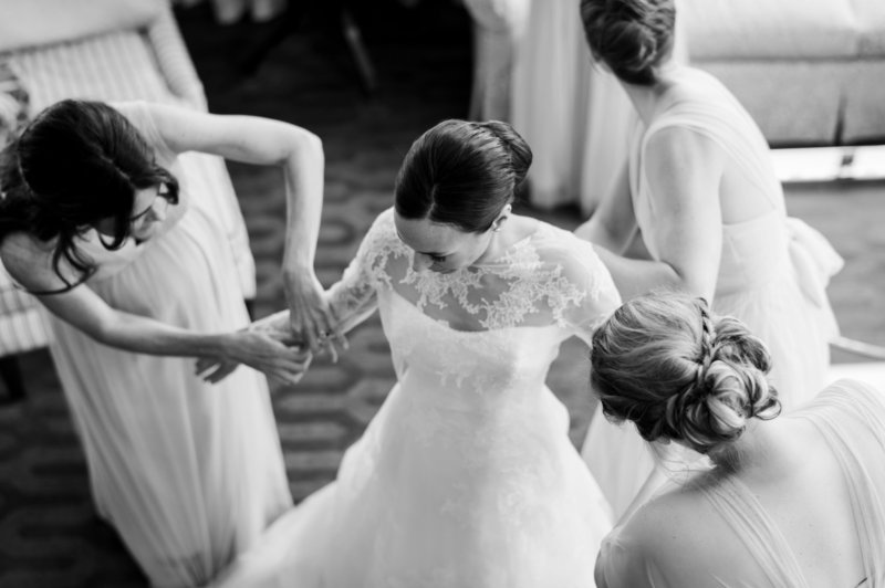 bride-getting-ready-in-lace