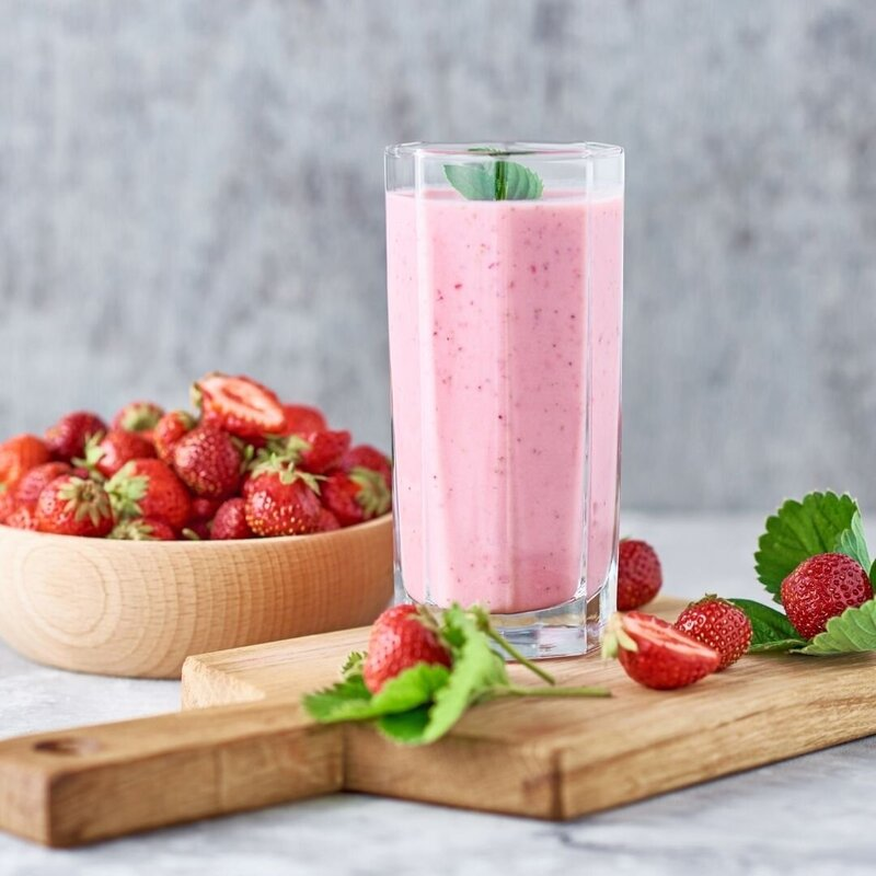 EYN-Nutritionist--Strawberry-maple-smoothie-recipe-low-sugar--750-1085-