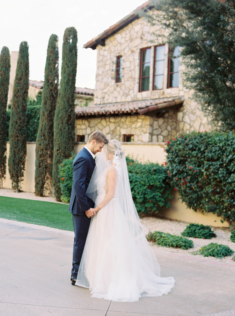 Luxury Wedding at the Omni Scottsdale Montelucia - Ashley Rae Photography -02-2