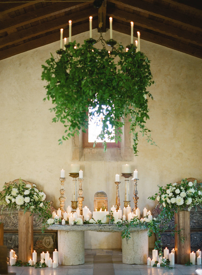 6-KTMerry-weddings-candlelit-chapel-Cal-a-Vie