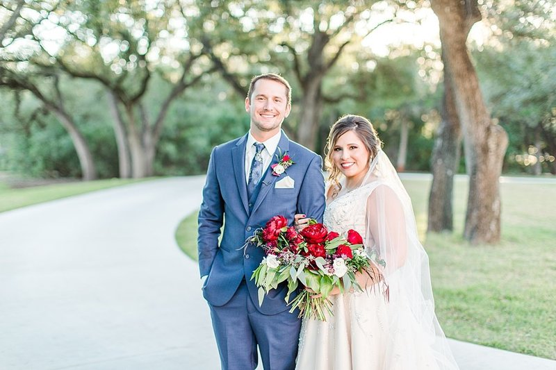 The Chandelier of Gruene in New Braunfels Texas Wedding Venue photos by Allison Jeffers Photography_0063
