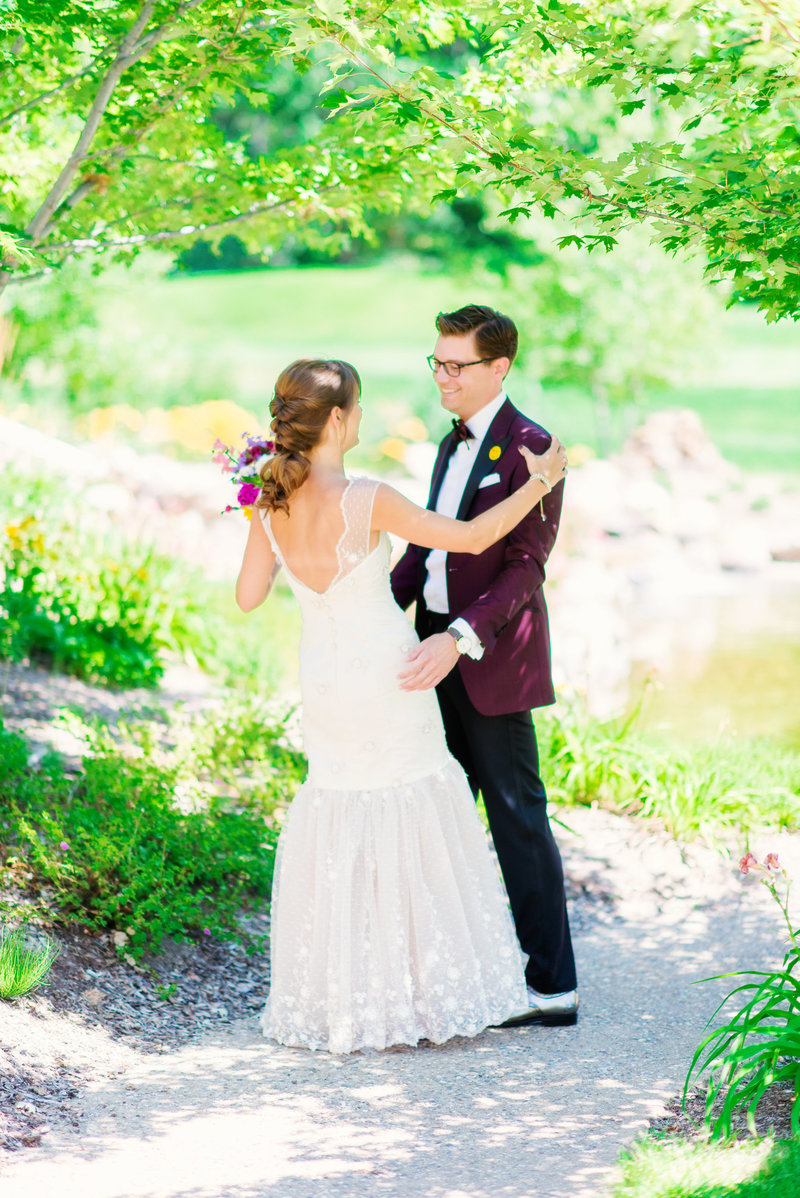 michigan wedding photographer first look wedding timeline tips