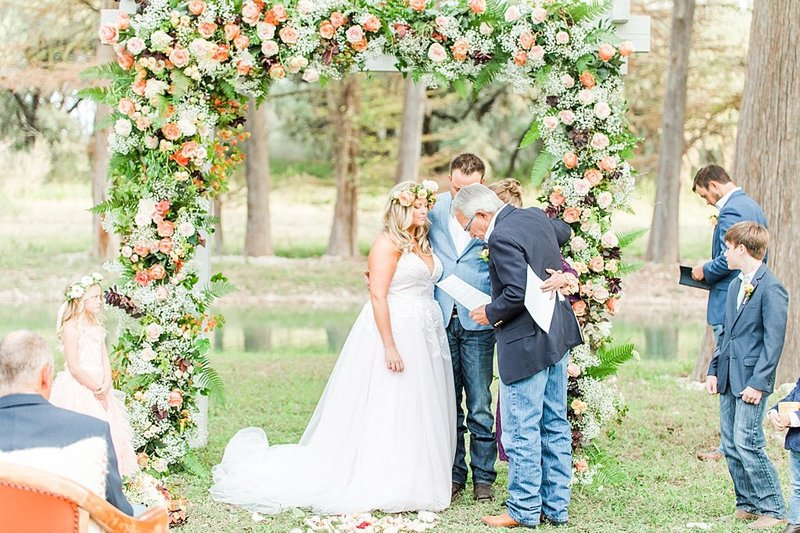 Intimate wedding in Utopia Texas Hill Country Wedding Venue photos by Allison Jeffers Photography_0035