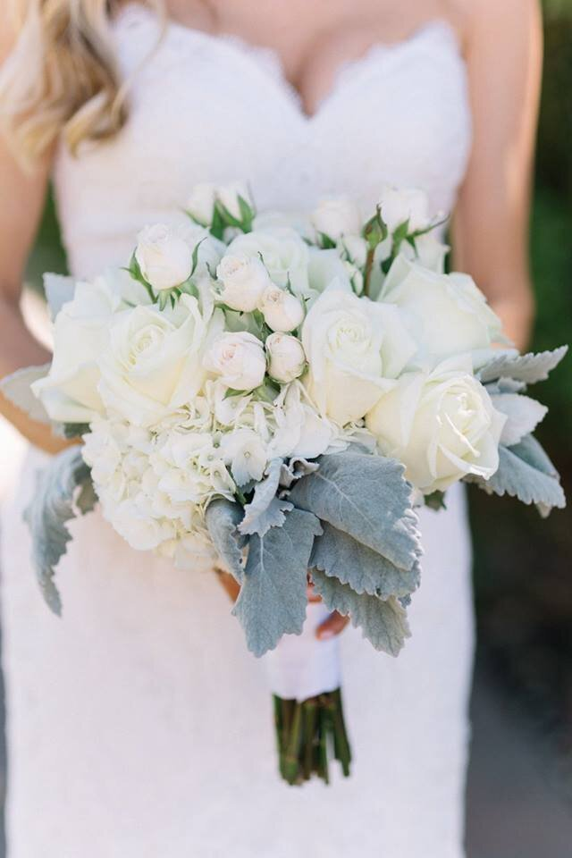fluffy-white-bouquet-with-dusty-miller-velevet-greenery