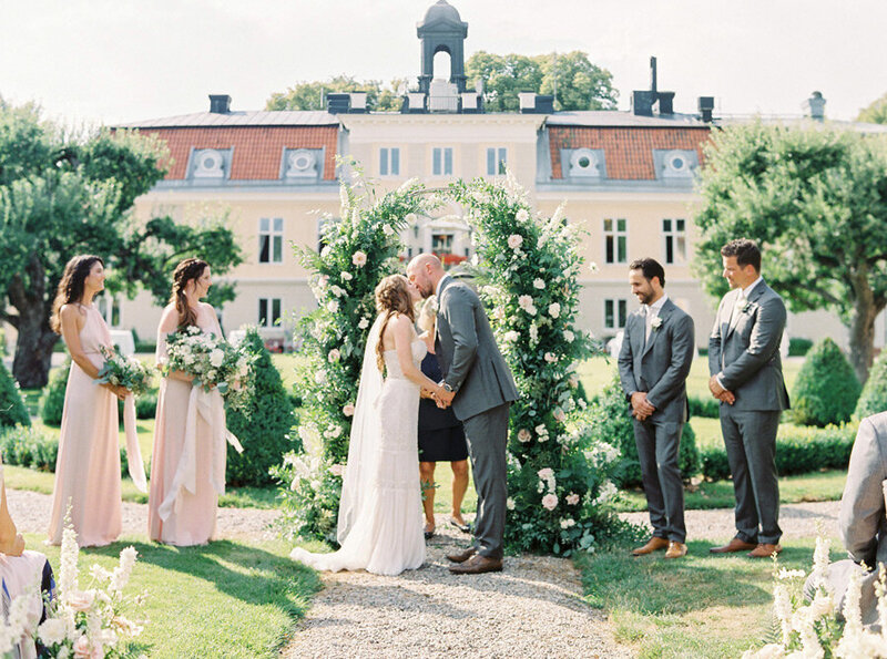 027-fairy-tale-garden-wedding-in-stockholm