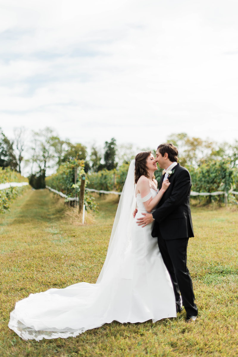 Juliette + Kevin-Upper-Shirley-Vinyards-Charles-City-Virginia-Wedding_Gabby Chapin Photography_00161