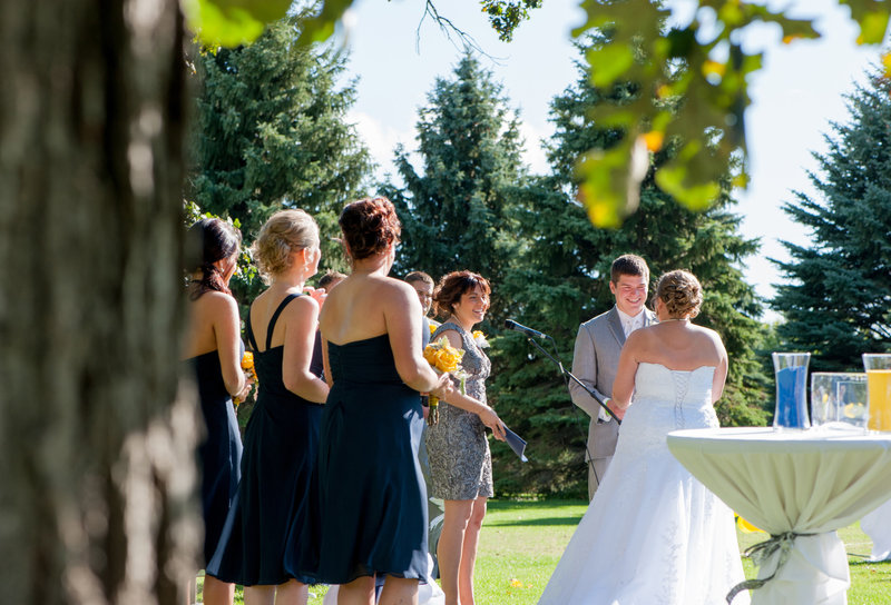 Oxbow Country Club Fargo Wedding Venue photographer Kris Kandel (15)