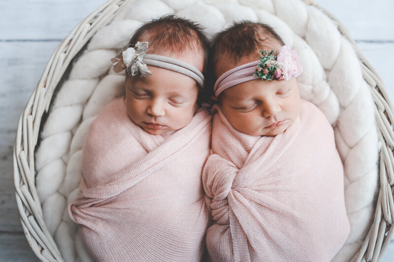 NBP-NEWBORN-TWINS-WRAPPED-WITH-HEADBANDS-0024