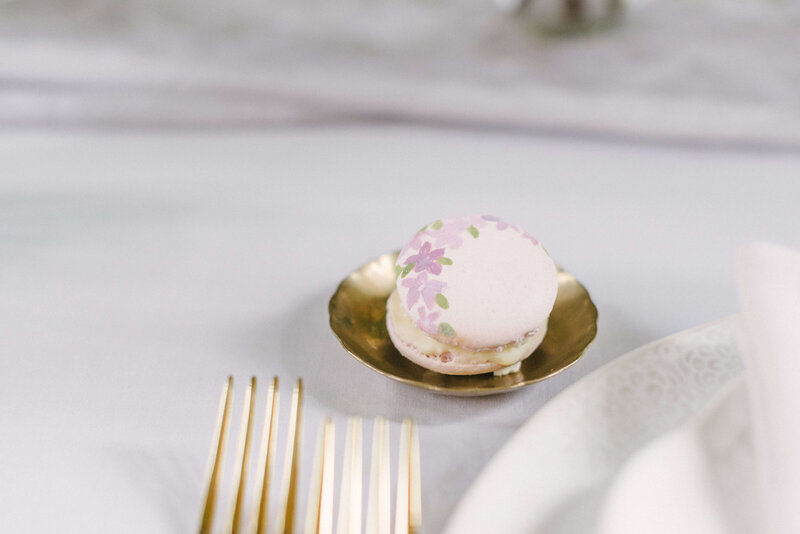 Luxury painted macaron wedding favours | MonAnnie