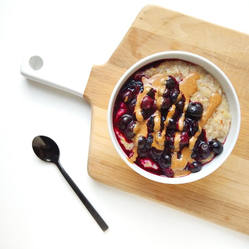 banana porridge with warm berries and nut butter